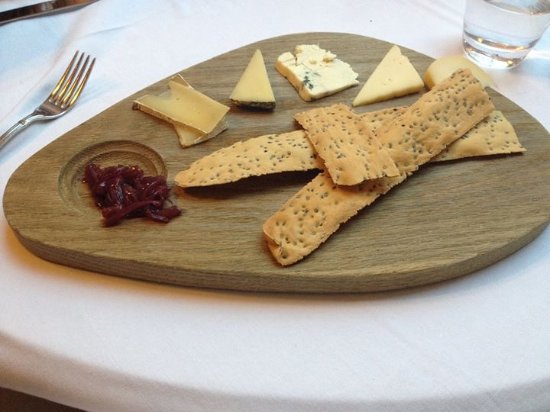 Upperlands, UK: Cheese Board with home,are crackers