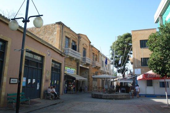 Контрольно пропускной пункт на границе с греческой стороны  ledra street crossing point Контрольно пропускной пункт на границе с греческой стороны