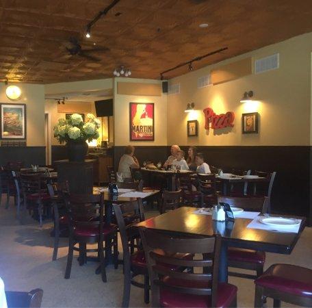 Mario's Restaurant & Pizzeria: Mario's main room