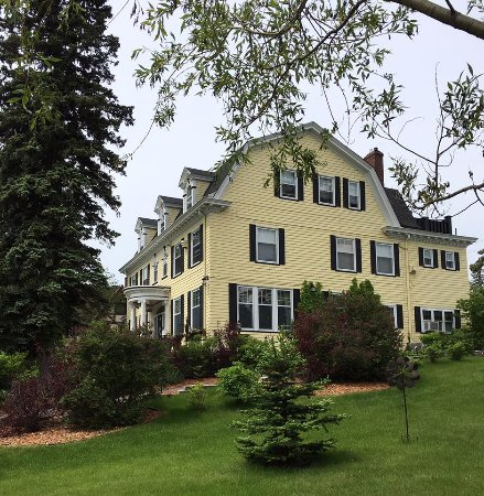 A G Thomson House Bed and Breakfast: A.G. Thompson House B&B, June 2016
