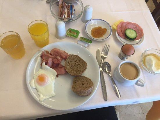 Africa Hotel: En god frokost, om du ikke er ekstremt kresen :)