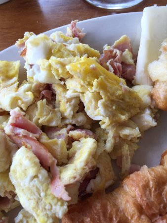 Sea Breeze Manor Bed & Breakfast: Microwaved eggs. Ordered with no ham.