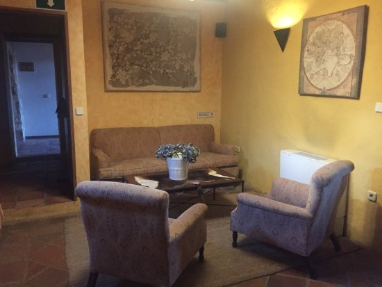 Hotel Plaza de Toros de Almaden: Salon de acceso a Bar- Restaurante.