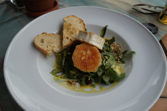 Bufet Istria: Теплый салат с козим сыром