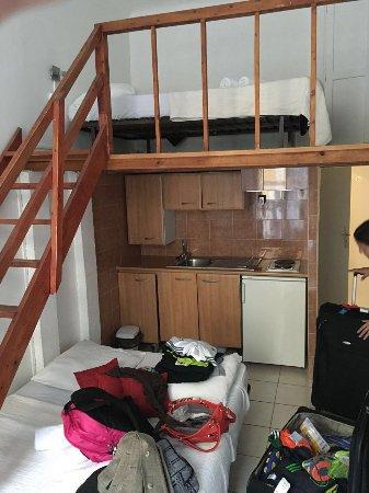 Studios Parisiens: Ésta habitación fue la que me dieron cuando habias solicitado otra para 2 personas. MINIMA