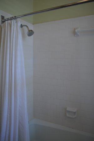 The Rhett House Inn: shower of room #3
