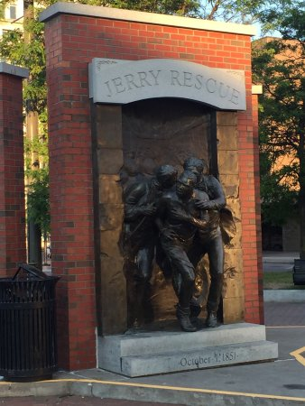 ‪Jerry Rescue Monument‬