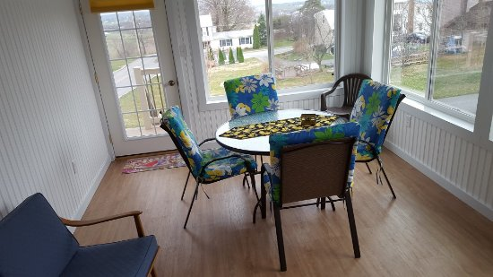 Terre Hill, PA: Sunroom at The Carriage House