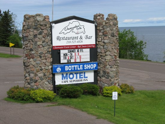 Cape Superior Inn : The sign out front.