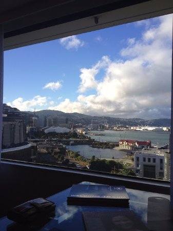 Amora Hotel Wellington: View from 7th floor Harbour room