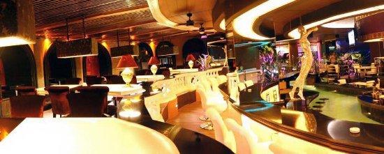 Angeles Beach Club Hotel: Bar Lounge Area