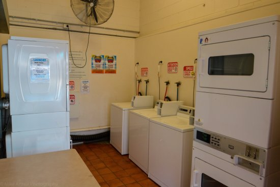 Youth Shack Backpackers: Guest Laundry