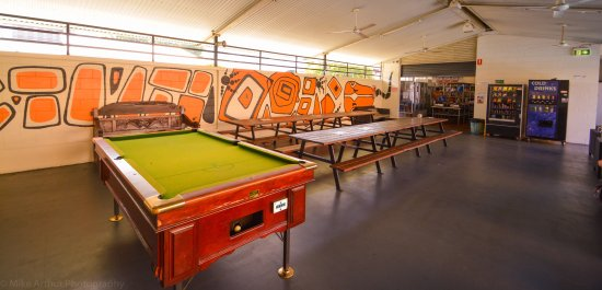 Youth Shack Backpackers: Game of pool anyone ?