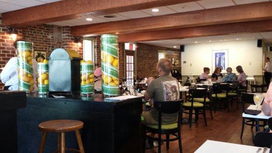 Lemon Leaf Cafe: Beautiful Dining Room!