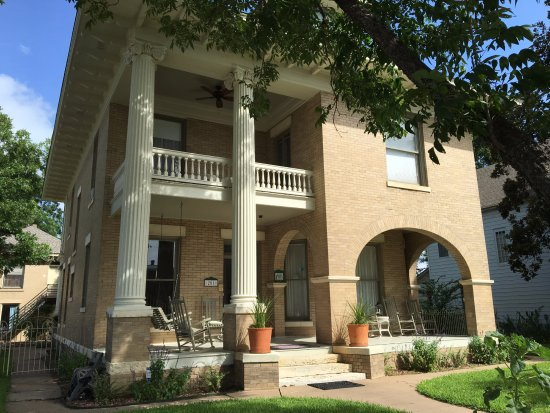 Smithville, TX: Front exterior of Katy House B&B