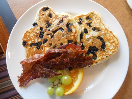 Gowlland Harbour Resort Dining Room: Blueberry Pancakes