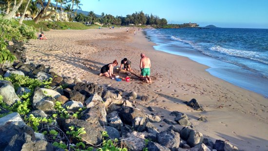 Kamaole Nalu Resort: My sandcastle builders!