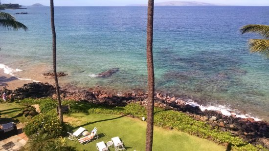 Kamaole Nalu Resort: View from stairs closest to the ocean