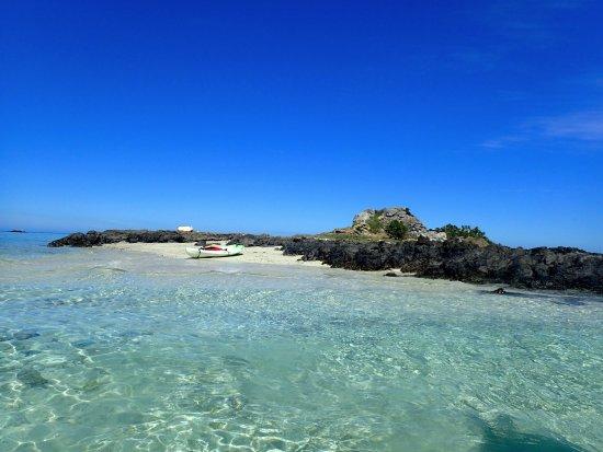 مالولو آيلاند ريزورت: Kayak to island