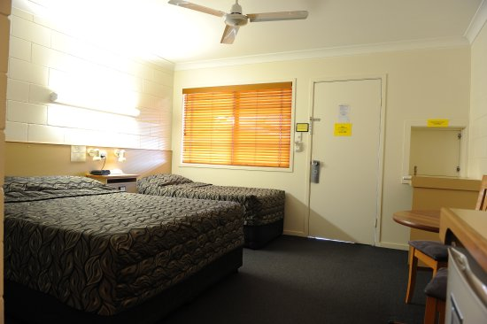 Country Ayr Motel: twin room