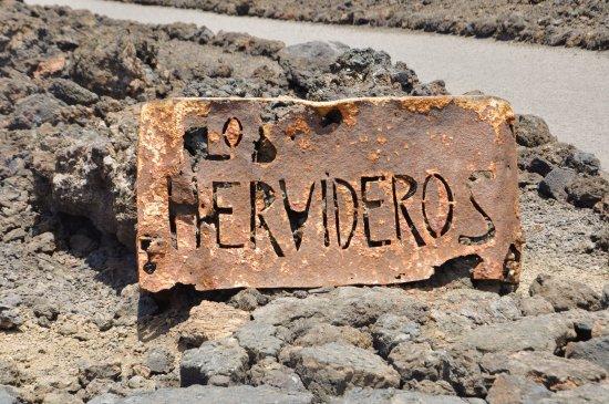 Los Hervideros: Cartel de bienvenida