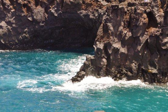 Los Hervideros: Roca y mar
