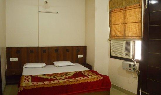 Hotel Golden Heritage: Standard ac rooms