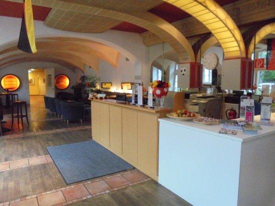 Kolpinghaus Warsberger Hof : Receptie balie van het hotel