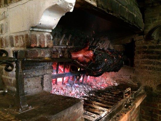 Cernay-la-Ville, France : Piggy cookin'