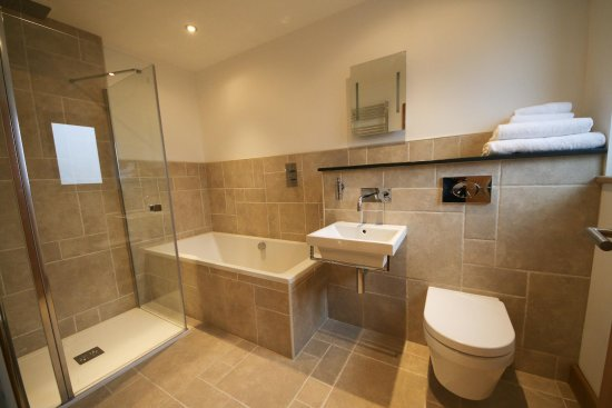 Pencuke Farm Holidays: Duth Barn bathroom