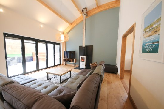 Pencuke Farm Holidays: Dutch Barn Living area