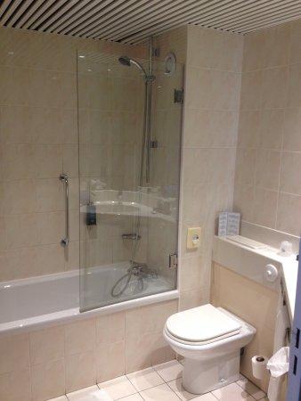 Salle de bains, vue partielle - Picture of L\'Amiraute, Brest ...