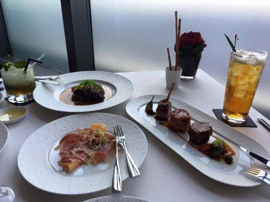 Aurora Restaurant: 寫意的午餐