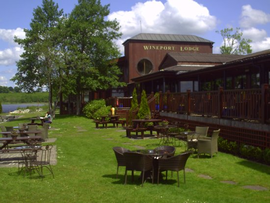 Wineport Lodge: Grounds View