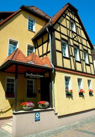 Walluf, Tyskland: In ruhiger Lage direkt am Rhein liegt unser familär geführtes Hotel in rustikalem Landhausstil.