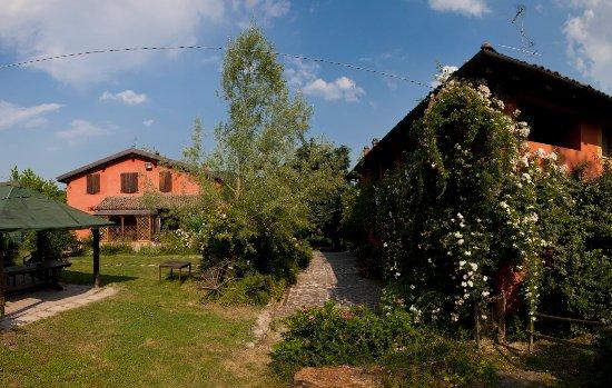 Agriturismo Fattoria Quercia: il giardino dove poter giocare, passeggiare, ammirare le molte specie di fiori
