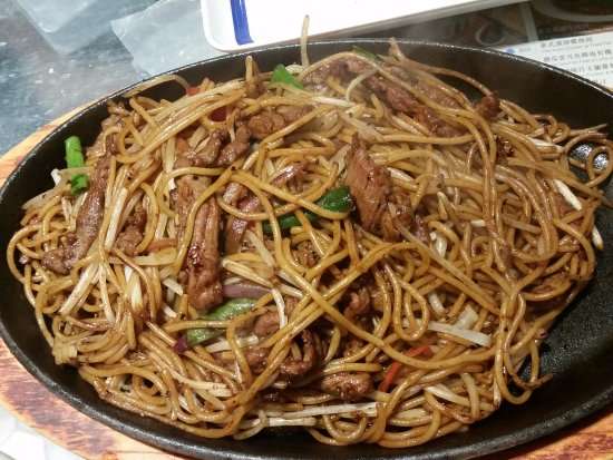 Tsui Wah Restaurant: Black pepper beef spaghetti - look how big the portion is!