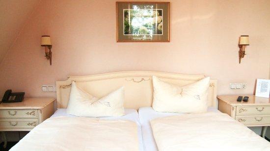 Walluf, เยอรมนี: Unser Zimmer in der gehobenen Kategorie für besondere Ansprüche