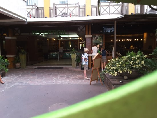 Rambuttri Village Inn & Plaza: view of the lobby
