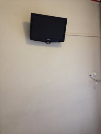 Singel Hotel: TV - the socket was the only one which worked in the room
