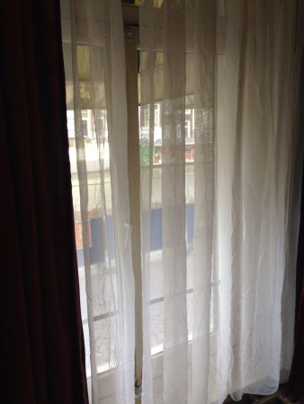 Singel Hotel: Because of the outside awning, this room is quite dark