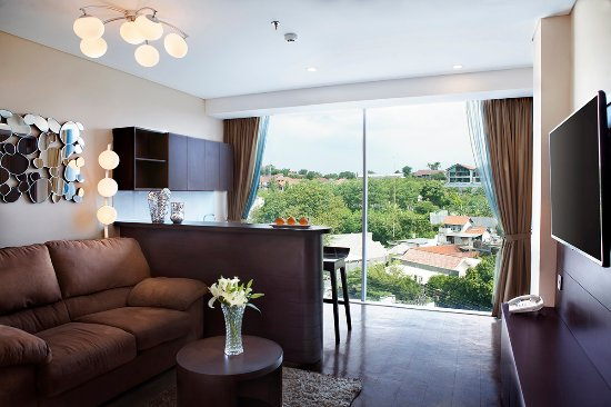 Grand Edge Hotel Semarang: Executive Suite Living Room