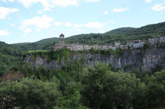 Castellfollit de la Roca, España: Кастельфольит-де-ла-Рока – город на скале