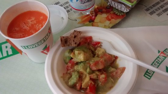 I Lovegetarian : Avocado and tomato salad with fresh juice