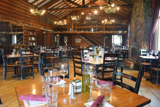 Twin Owls Steakhouse: The main dining room