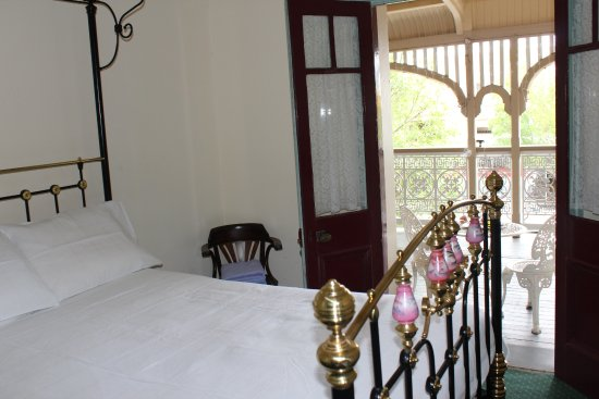Criterion Hotel Warwick The verandah room. Shared facilites. French doors opening out onto & The verandah room. Shared facilites. French doors opening out onto ...