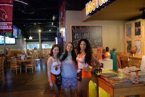 Hooters Metro Phoenix Restaurant Reviews Phone Number Photos Tripadvisor