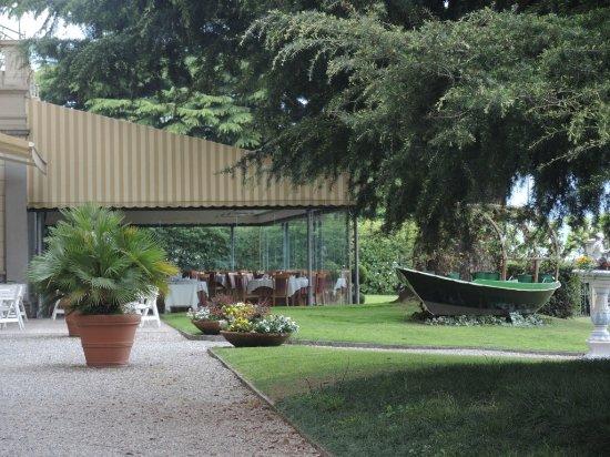 Grand Hotel Victoria: Schöne Garten Mit Wintergarten Dining Hinten, See  Rechts