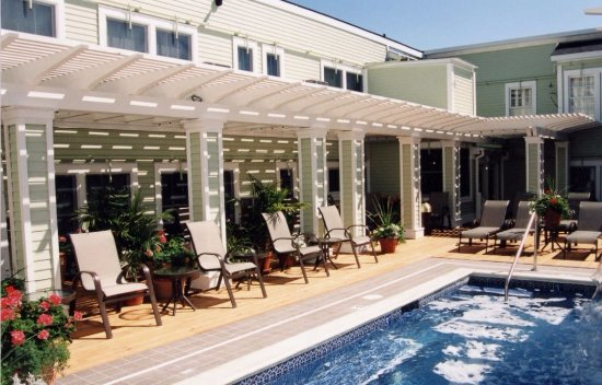 Murray Hotel: NOT the pool at the hotel., although it IS the picture they have on their website