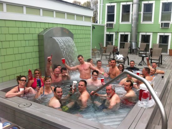 Murray Hotel: This is the real pool (hot tub). This photo was taken in 2013 so plenty off time to not lie to u